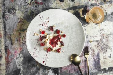 Teller von oben mit einem Dessert aus dem Restaurant Coda
