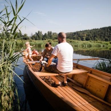 Familie im Ruderboot