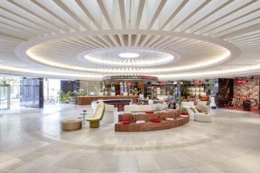 Lobby im Raumschiffdesign im 25hours Hotel The Circle