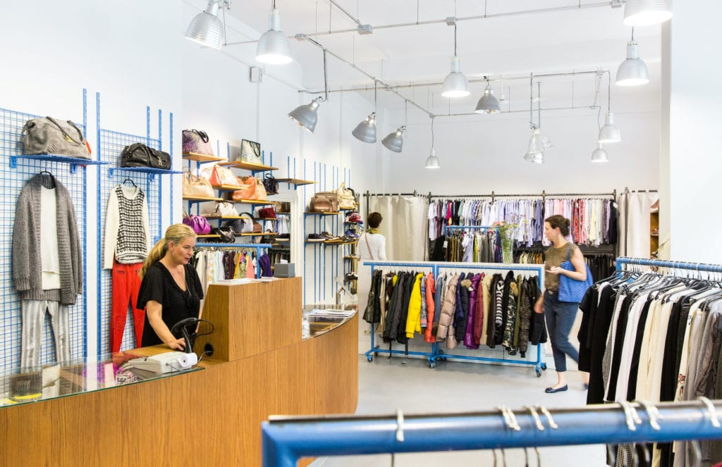 Innenansicht des Second-Hand-Shops Secondella