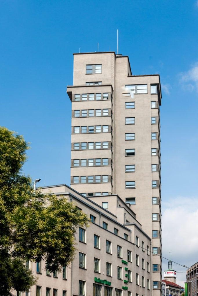 Der Tagblatt-Turm in Stuttgart-Mitte, Eberhardstraße 61, ist ein frühes Hochhaus und ein Wahrzeichen von Stuttgart