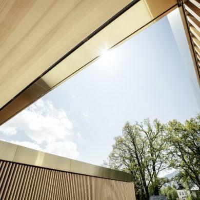 Gradlinige Architektur im Jodschwefelbad in Bad Wiessee