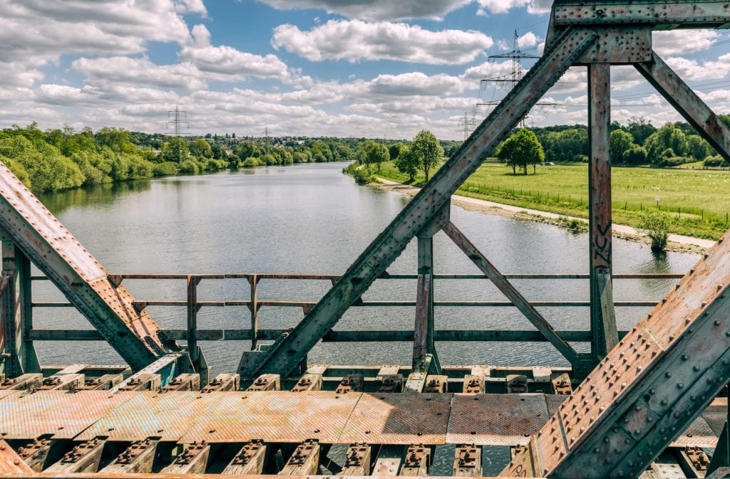 Brücke über dem Fluss Ruhr in Bochum