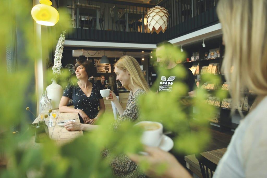 Ein Blick auf die Gäste durch die Blume