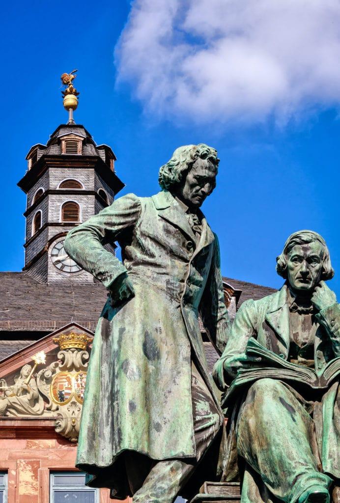 Statue der Gebrüder Grimm in Hanau