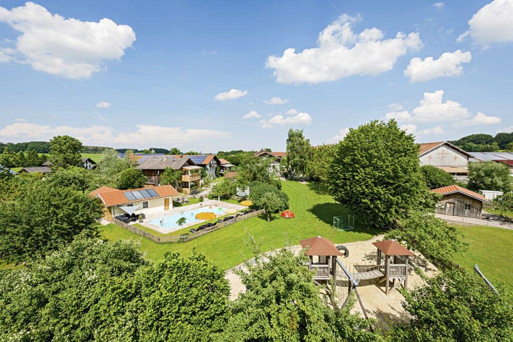 Familienfreundliche Ferienwohnungen auf dem Huberhof, einem schönen Bauernhof in Bayern.