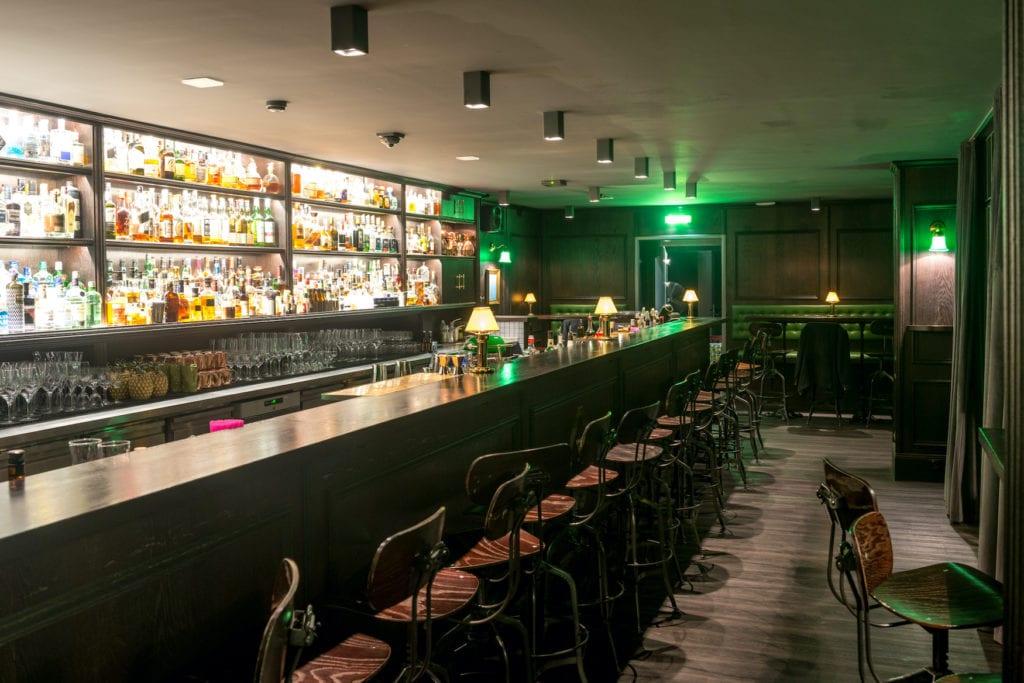 Einblick in die schöne cocktailbar Jigger Spoon