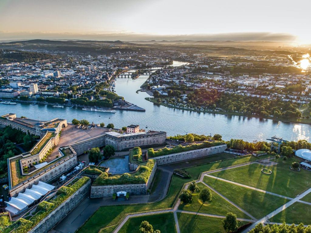 Koblenz aus der Vogelperspektive. Hier die Mündung der Mosel in den Rhein.