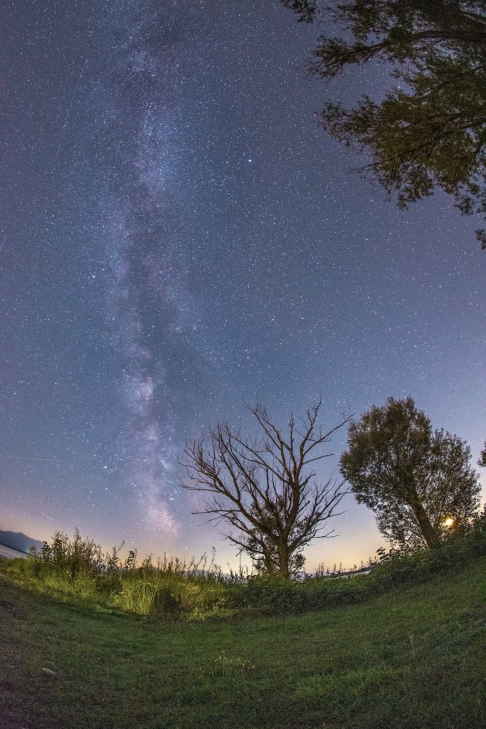 Sternenhimmel über der Naturidylle Bayerns
