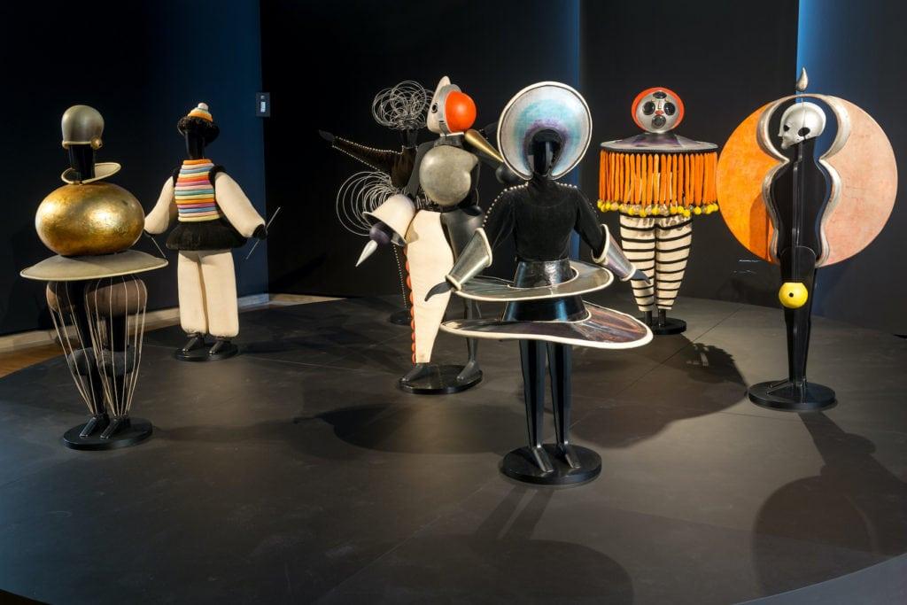 Triadisches Ballett von Oskar Schlemmer in einer Bauhaus Ausstellung