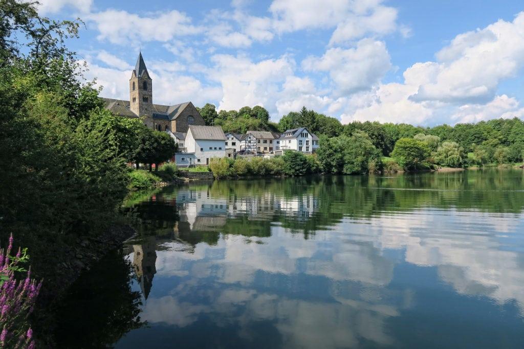 Das Ulmener Maar ist ein Maar in der Eifel in unmittelbarer Nähe der Stadt Ulmen in Rheinland-Pfalz.