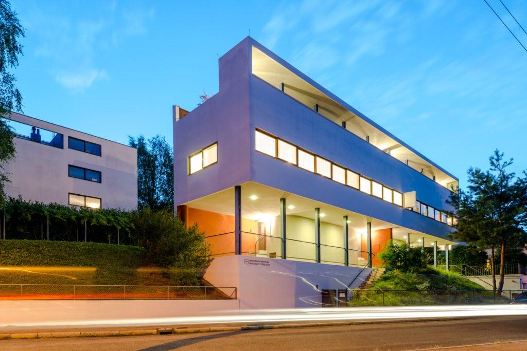 Haus Le Corbusier in Stuttgart bei nacht
