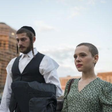 """Esther """"Esty"""" Shapiro mit Ehemann Yanky bei einem Spaziergang durch Berlin"""