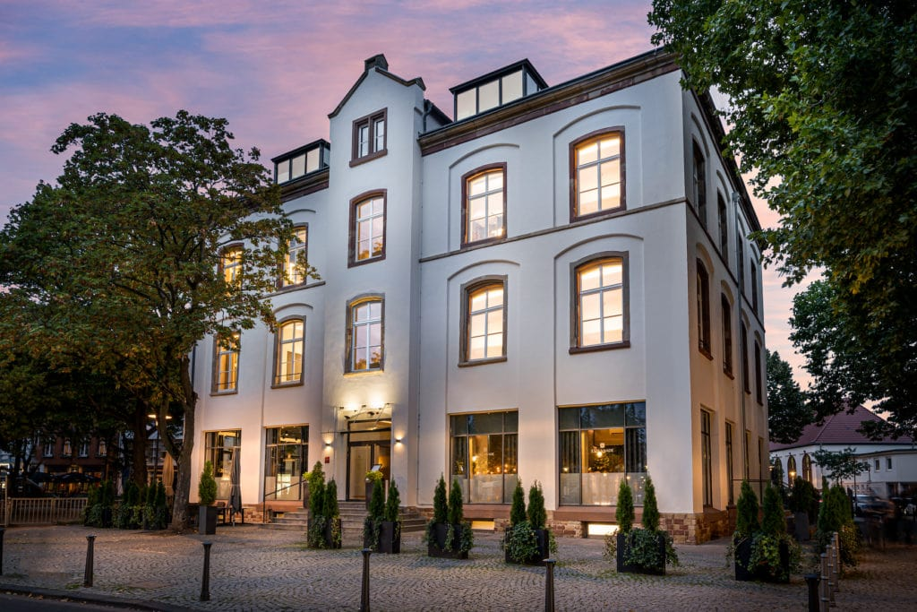 Die Außenfassade des Restaurants Esplanade in Saarbrücken