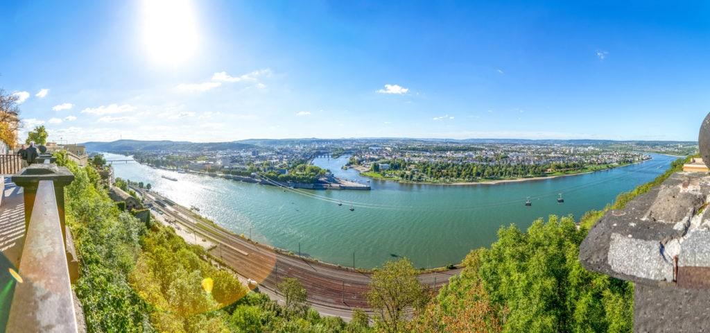 Aussicht auf Koblenz an einem sonnigen Tag