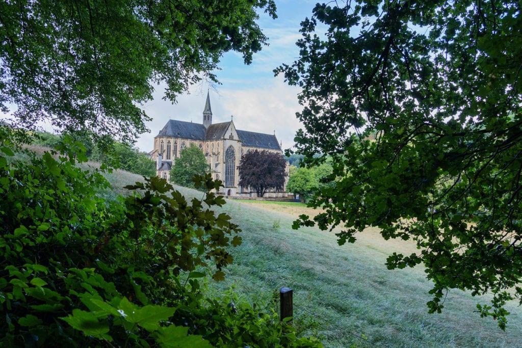 Ein Besuch des Altenberger Doms im Bergischen Land gehört zu den schönsten Ausflügen rund um Köln