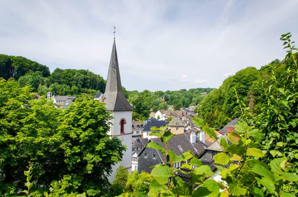Ausflüge rund um Köln: Es lohnt sich nach Blankenheim in der Eifel zu fahren.
