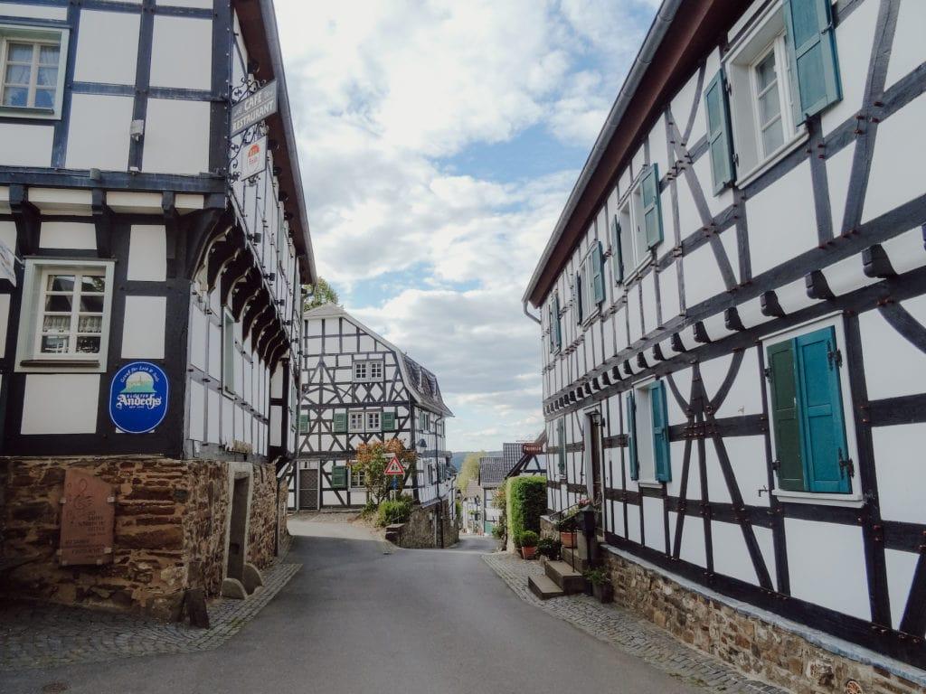 Straßen und Fachwerkhäuser in Blankenberg