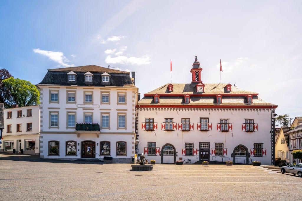 Gebäude am Hauptmarkt in Linz am Rhein