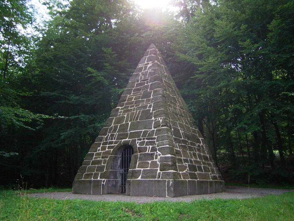 Pyramide im Bergpark Wilhelmshöhe, Unesco-Welterbe