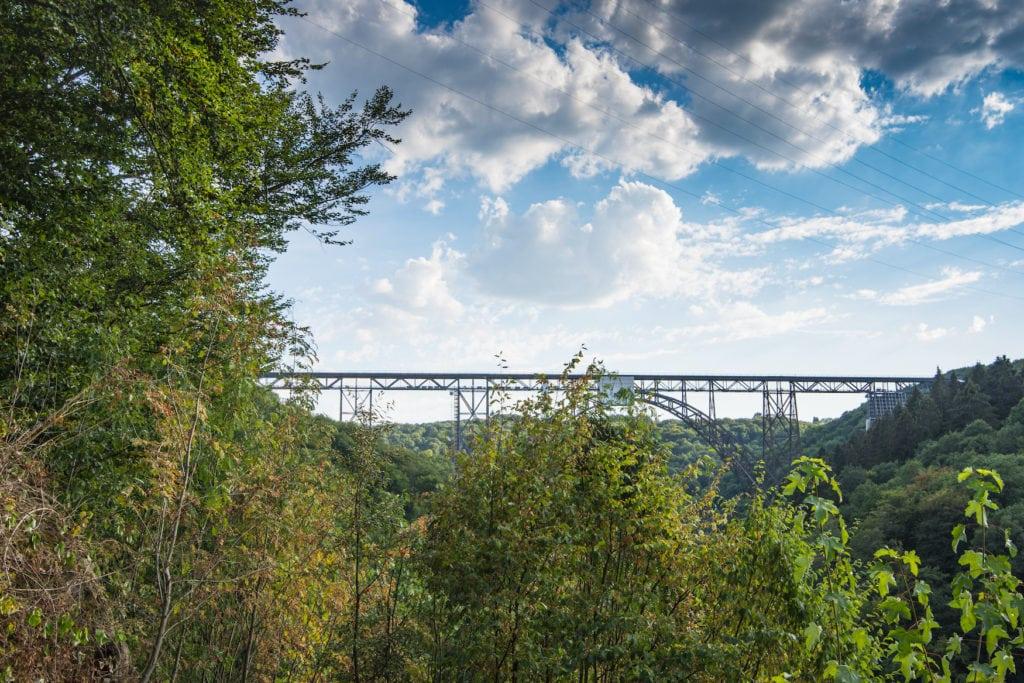Einer der schönsten Radwege in NRW führt über die Müngstener Brücke