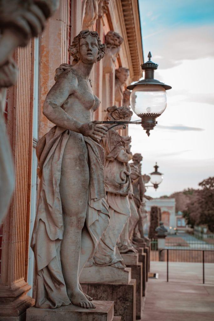 Figuren vor dem Schloss Sanssouci, Teil des Unesco-Weltkulturerbes