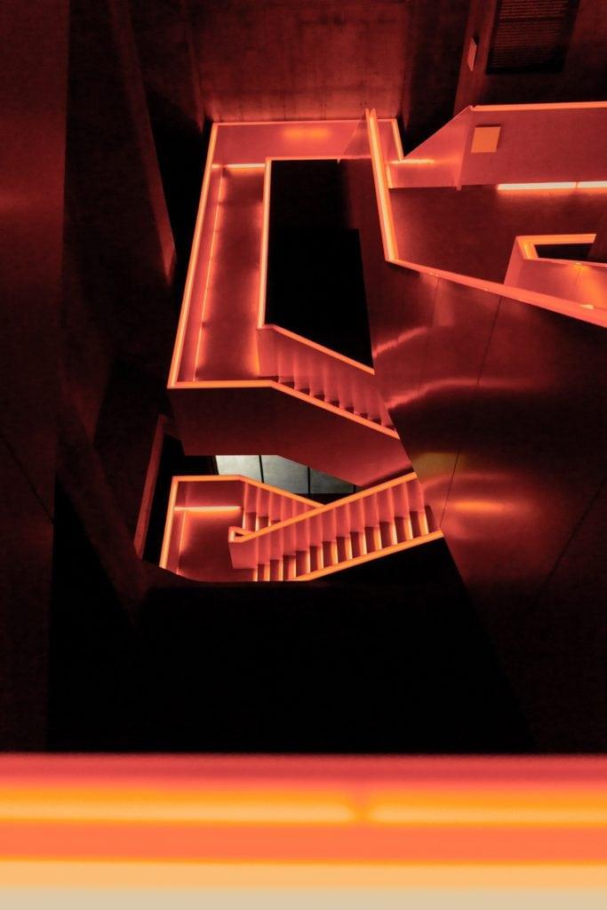 orangene Treppe vom niederländischen Star-Architekten Rem Koolhaas