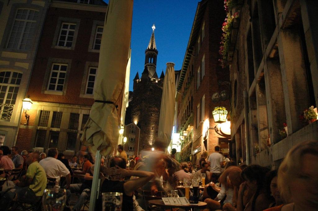 Kneipen in der Pontstraße in Aachen am Abend