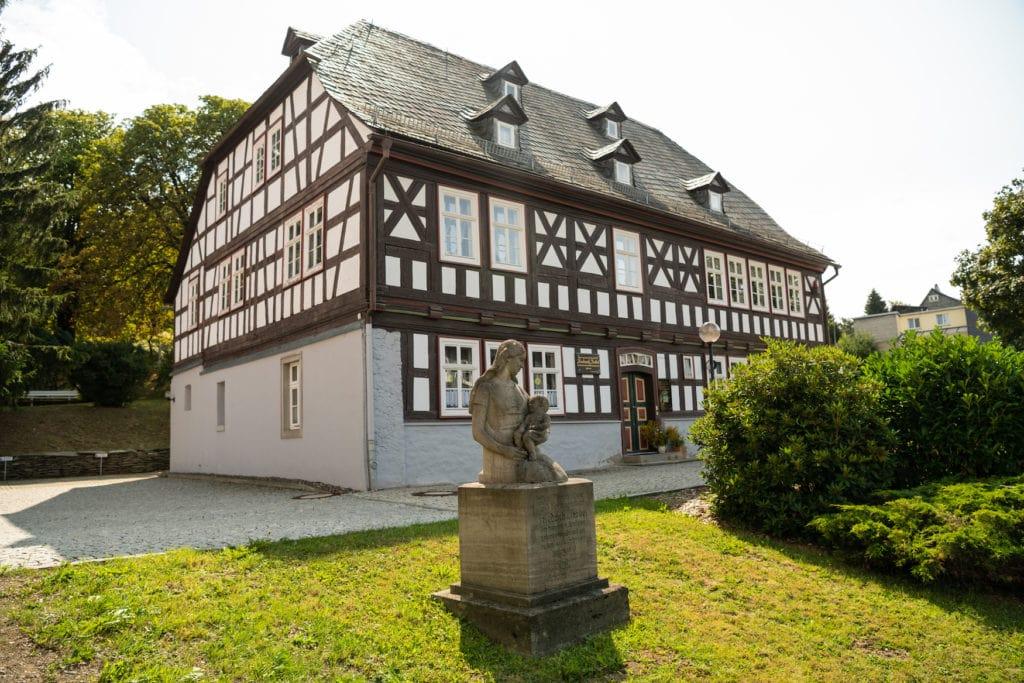 Fröbelhaus mit Olitätenstube