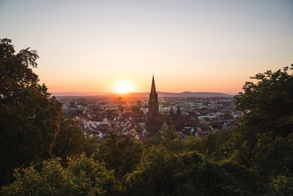 Freiburger Münster bei Dämmerung