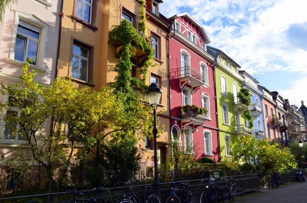Freiburg Sehenswürdigkeiten: Die bunten Häuser im Stadtteil Herdern