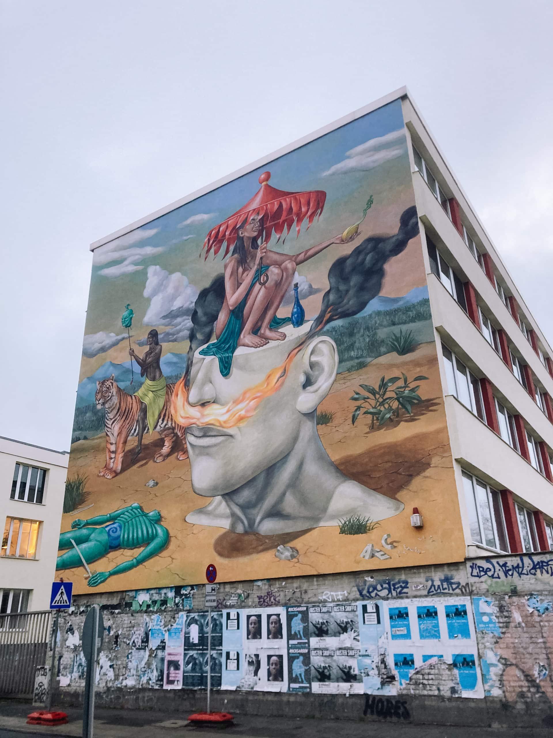 Buntes surrealistisches Mural
