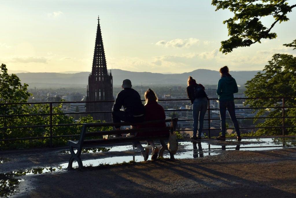 Jugendliche auf dem Schlossberg