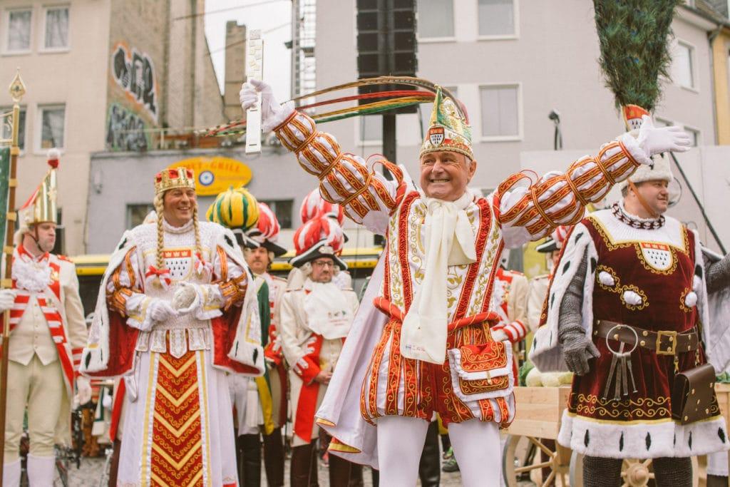 Kölner Dreigestirn feiert Straßenkarneval