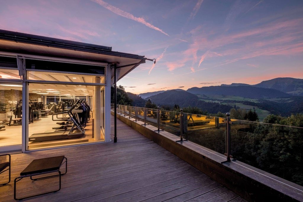 Fitness-Bereich des Hotels Allgäu Sonne bei Nacht