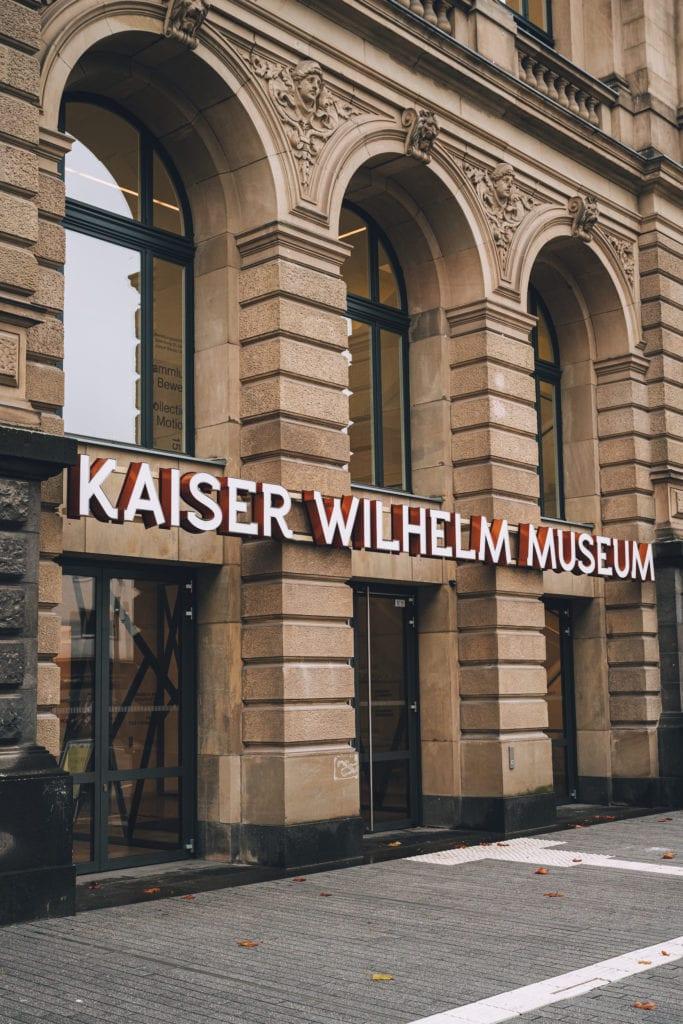 Eingang Kaiser Wilhelm Museum in Krefeld