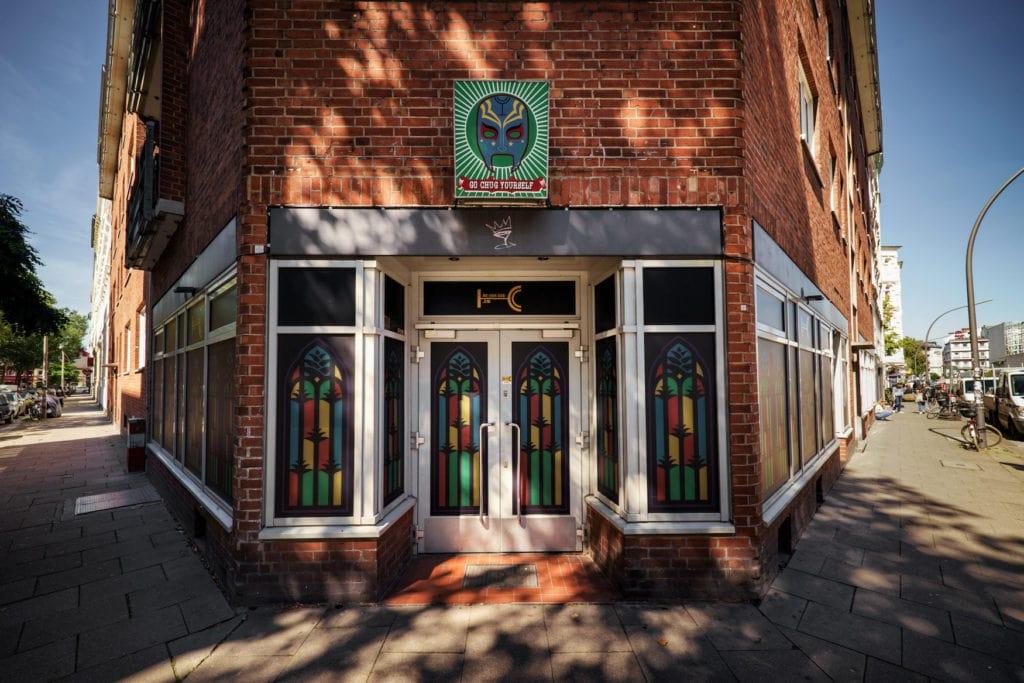 The Chug Club: Cocktailbar in Hamburg von Außen