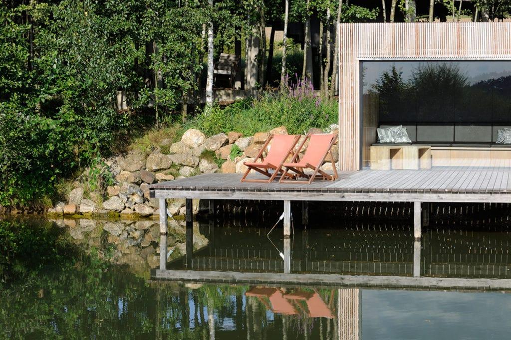 Liegen auf Terrasse eines Design Hotels in Deutschland