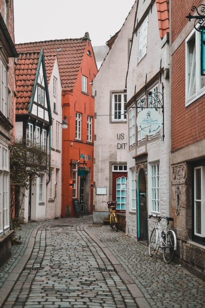 Enge Gassen und wunderschöne Fotospots im Schnoorviertel in Bremen