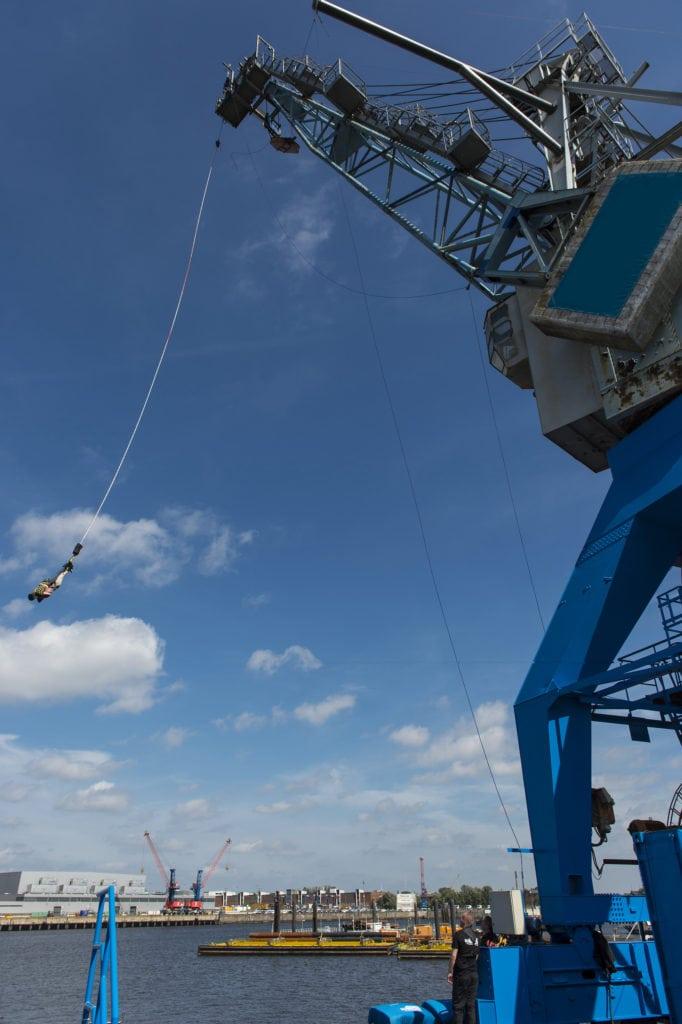 Eröffnung des Hafenkrans von Jochen Schweizer für Bungee Springen im Hamburger Hafen, eines der coolsten Adrenalin Erlebnisse in Deutschland