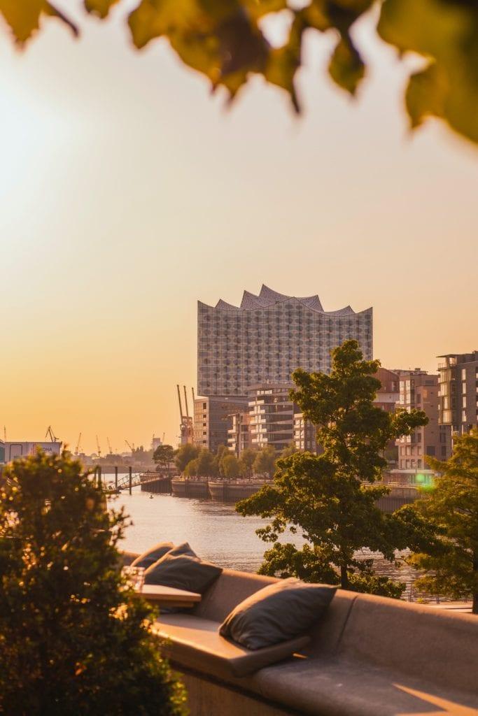 Sonnenuntergang hinter der Elbphilharmonie
