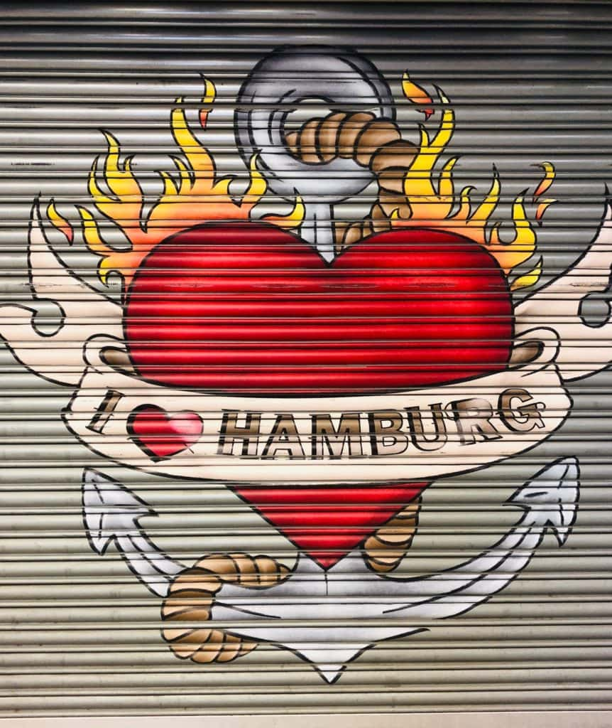 """Graffiti-Herz mit der Aufschrift """"I love Hamburg"""", unsere Hamburg Insider Tipps"""