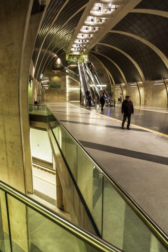 Köln hat viele tolle Fotospots zu bieten, wie etwa die U-Bahn-Haltestelle Heumarkt
