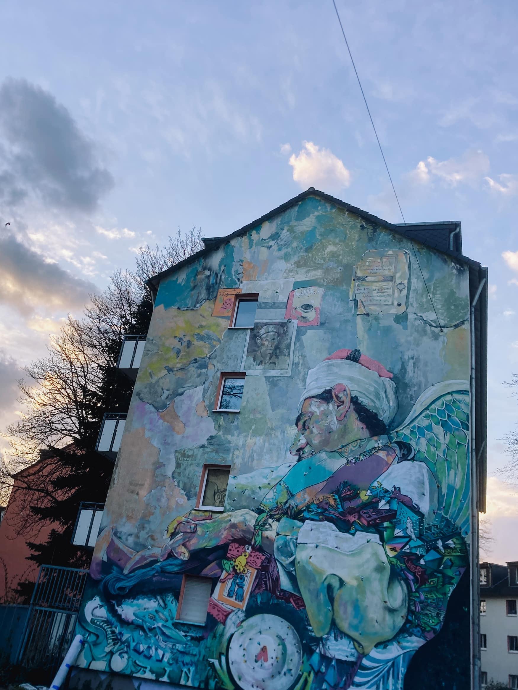 Urbane Street-Art an Hauswand in Köln