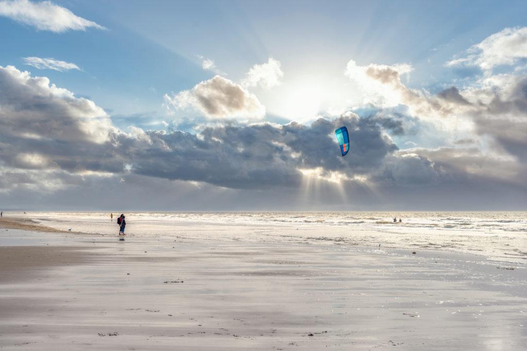 Kitesurfer am Strand von St. Peter-Ording