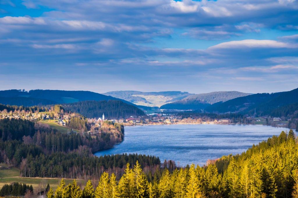 Einer der schönsten Campingplätze in Deutschland liegt am Titisee im Schwarzwald