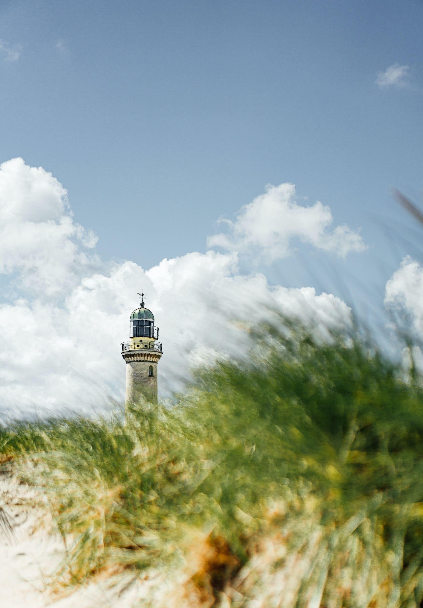 Leuchtturm am Strand von Warnemünde in Deutschland
