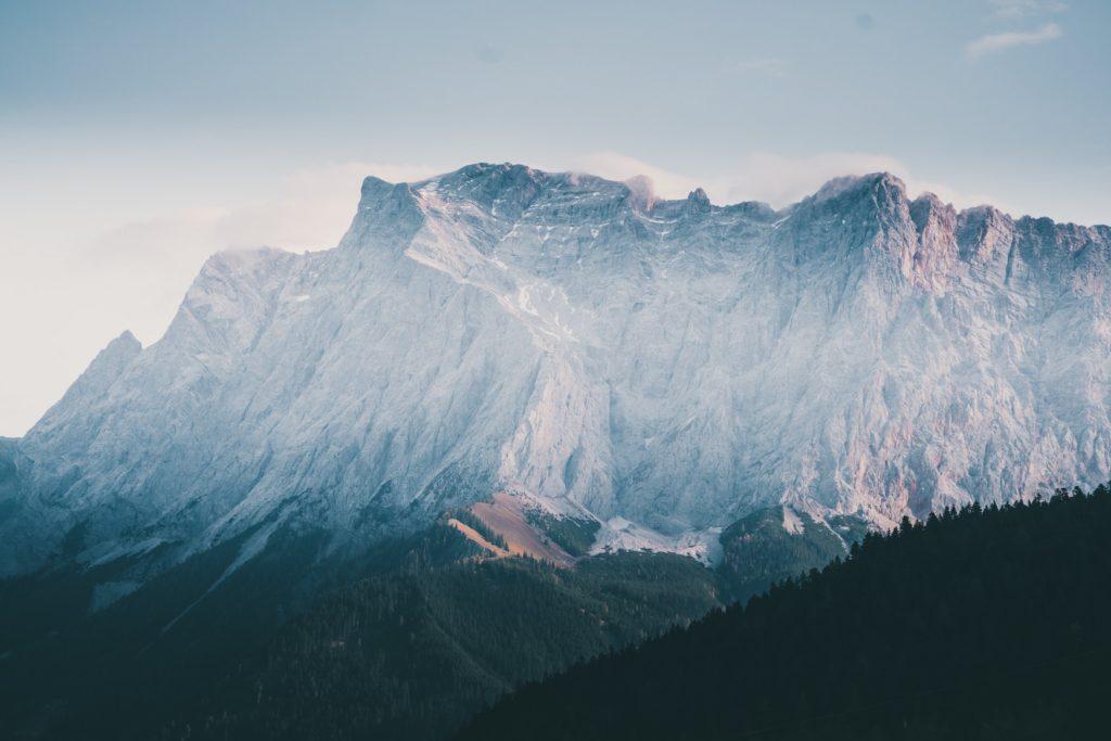 Bergkulisse der Zugspitze im Süden von Deutschland