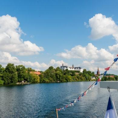 Schloss am Großen Plöner See in Schleswig-Holstein