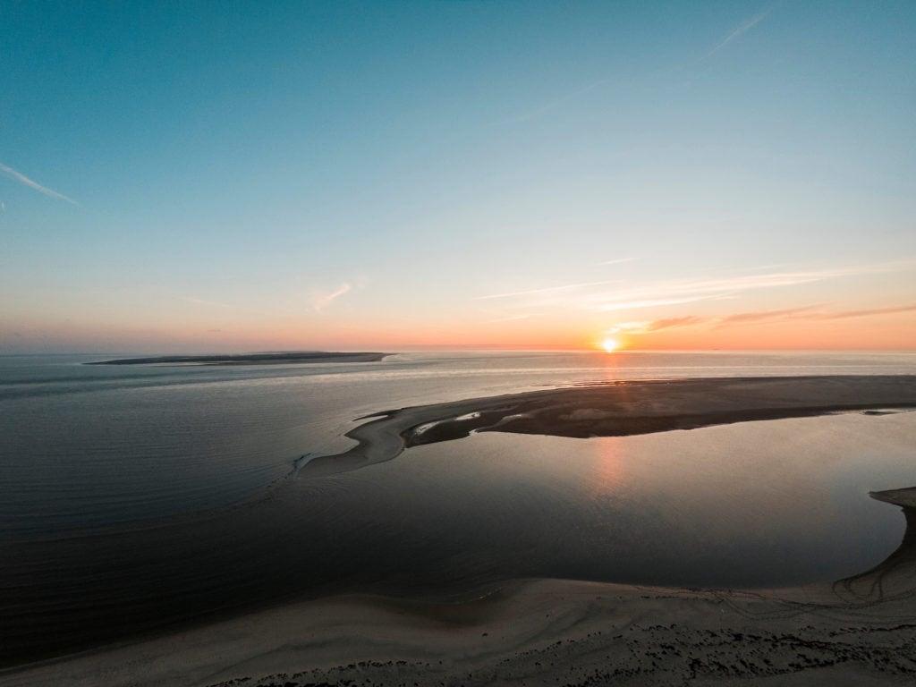 Sonnenaufgang über der Insel Langeoog